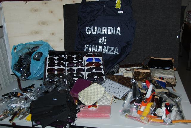 Articoli sequestrati dalla Guardia di Finanza di Matera