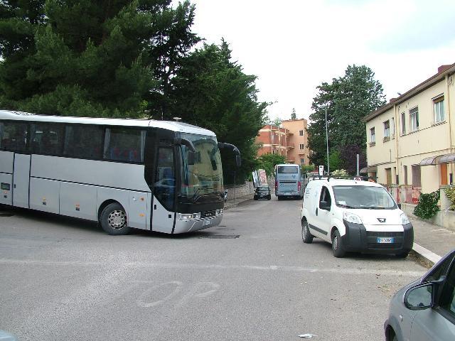 Autobus in via Gramsci (foto Martemix)