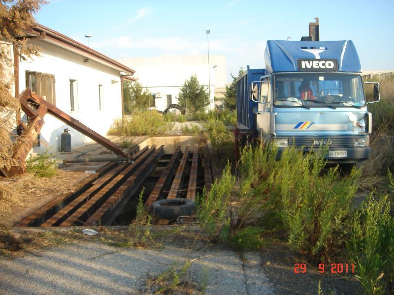 Autocarro con braccio meccanico sequestrato dai Carabinieri