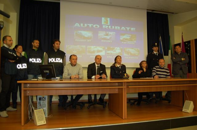 Conferenza stampa in questura sulla vicenda di auto e moto rubate a Matera