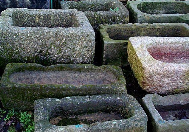 Esempio di abbeveratoi antichi in pietra