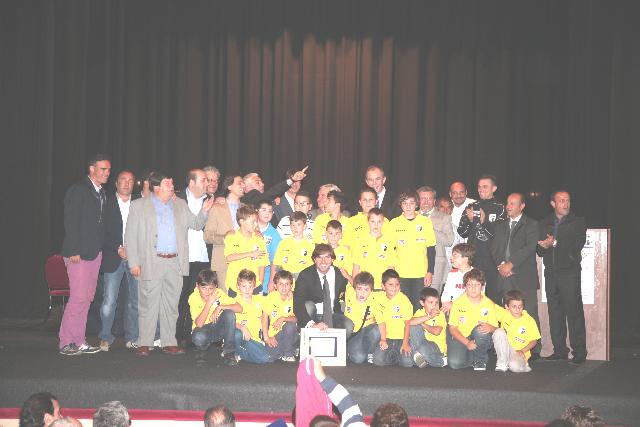 Filippo Galli con i bambini - edizione 2010