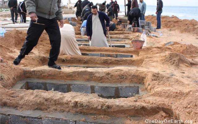 fosse comuni sulle coste libiche (OneDayonearth.org)