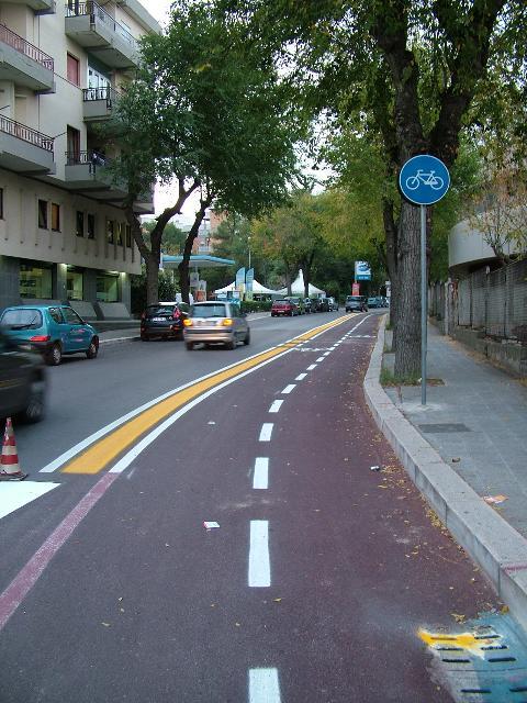 la nuova pista ciclabile (foto Martemix)