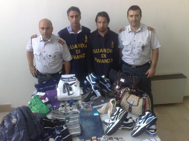 Merce contraffatta sequestrata dalla Guardia di Finanza
