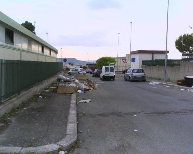 rifiuti al paip (foto Martemix)