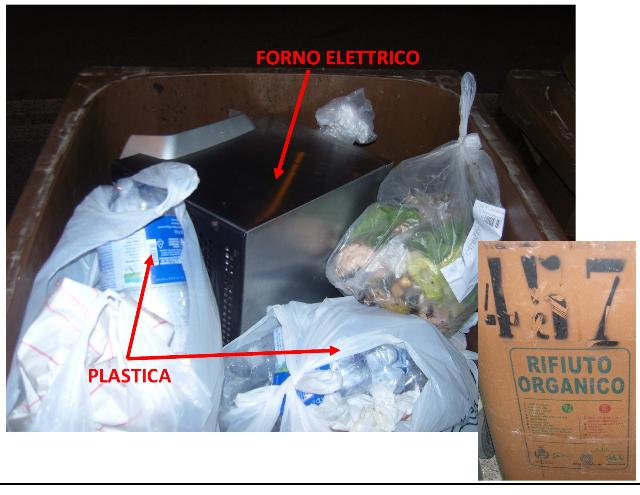Rifiuti di plastica ed elettrici nel bidone dei rifiuti organici in via Bari - Matera