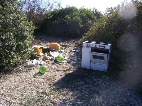 Rifiuti nel parco murgia - Matera