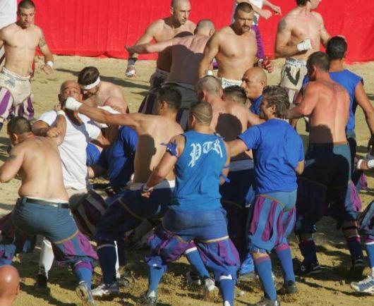 Rissa in campo durante una partita di calcio
