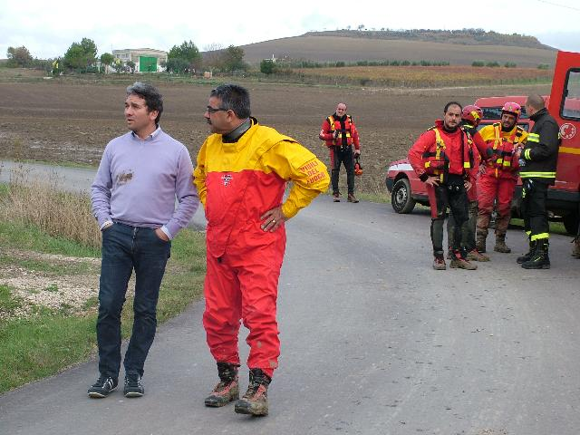 Saverio Montillo con i soccorritori (foto Martemix)