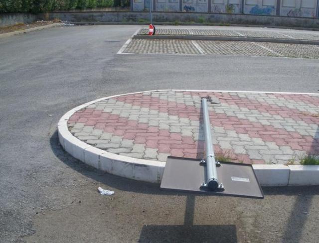 Segnala stradale abbattuto - vandalismo a Policoro