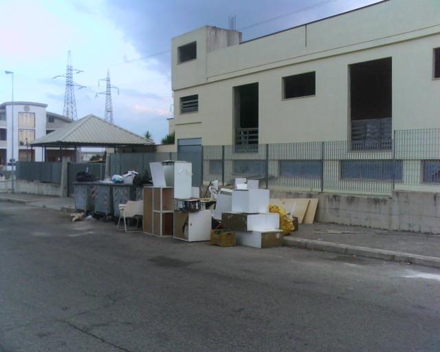 spazzatura in via Giardinelle (foto Martemix)