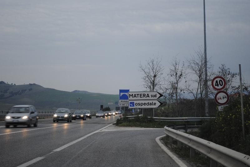 Via Appia, uscita Matera Sud (foto Gianni Cellura)