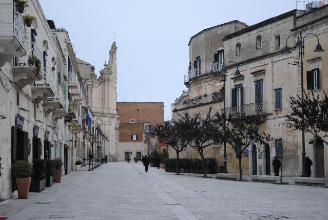 Via Ridola e piazzetta Pascoli - Matera (foto SassiLand)