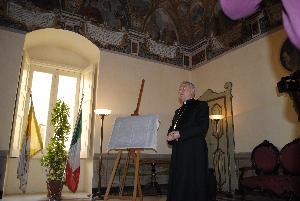 Mons. Salvatore Ligorio presenta il bozzetto del carro della Bruna 2011 (foto SassiLand) - Matera