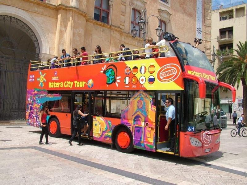 Autobus scoperto a Matera
