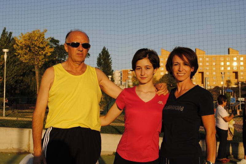 Da sinistra, Nino Di Lecce, Antonella Sarcuni e la madre Brunella Dambrosio