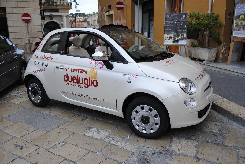 Fiat 500 messa a disposizione dal Gruppo Maffei per la Lotteria di Maria S.S. della Bruna 2012