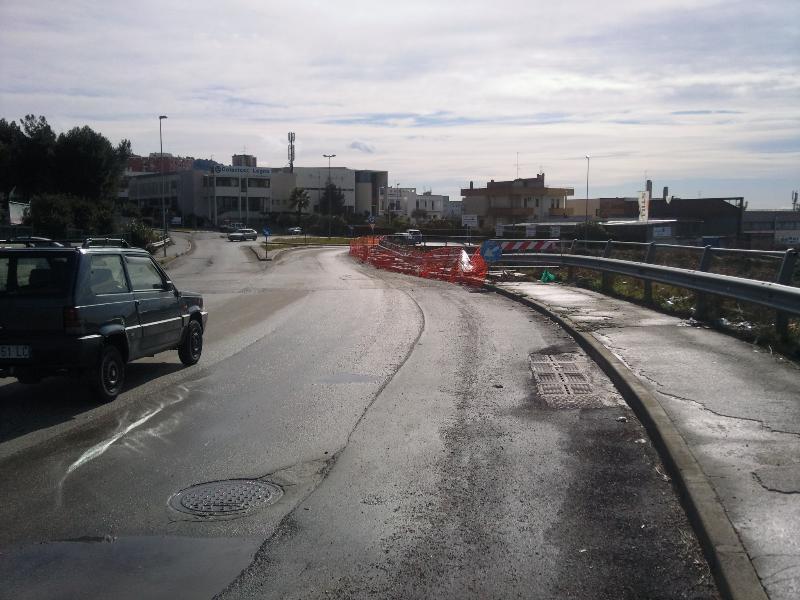 Frana sulla strada di collegamento tra le Zone PAIP (foto Martemix)