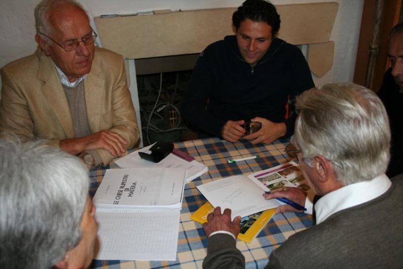 Friedrich Sernetz e Francesco Foschino a colloquio con Mario Tommaselli presso Jazzo Gattini ad ottobre 2010 (foto di Paolo Montagna)