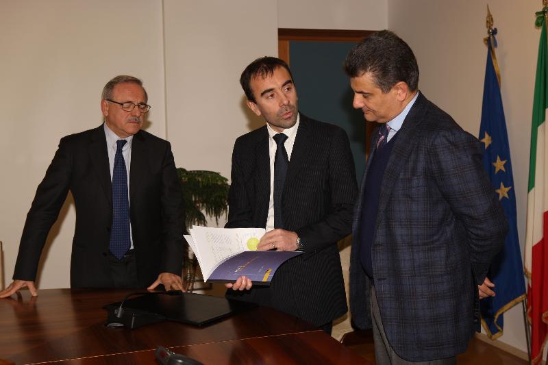 Idrocarburi, Eni consegna a De Filippo il Local report 2012
