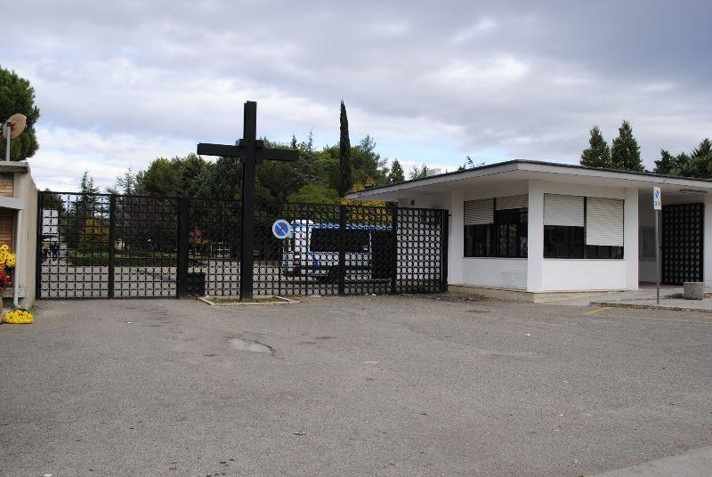 Ingresso cimitero a La Palomba - Matera (foto SassiLand)