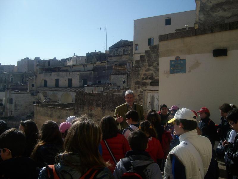 """La scuola elementare """"G. Pascoli"""" di Castellaneta a Matera"""