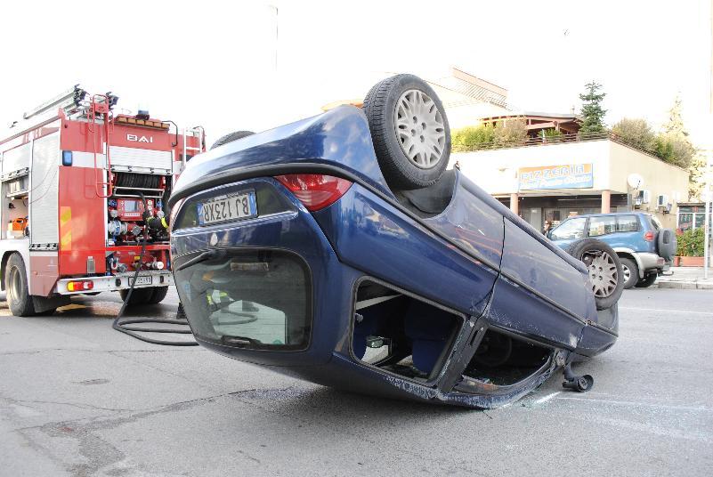 Lancia Y ribaltata nell´incidente (foto SassiLand) - 31 dicembre 2012