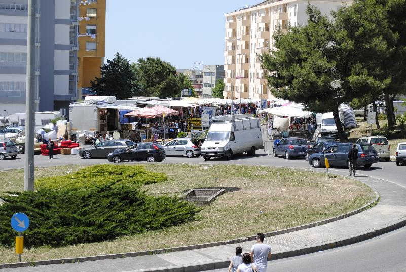 Mercato del sabato in zona San Giacomo a Matera (foto SassiLand)