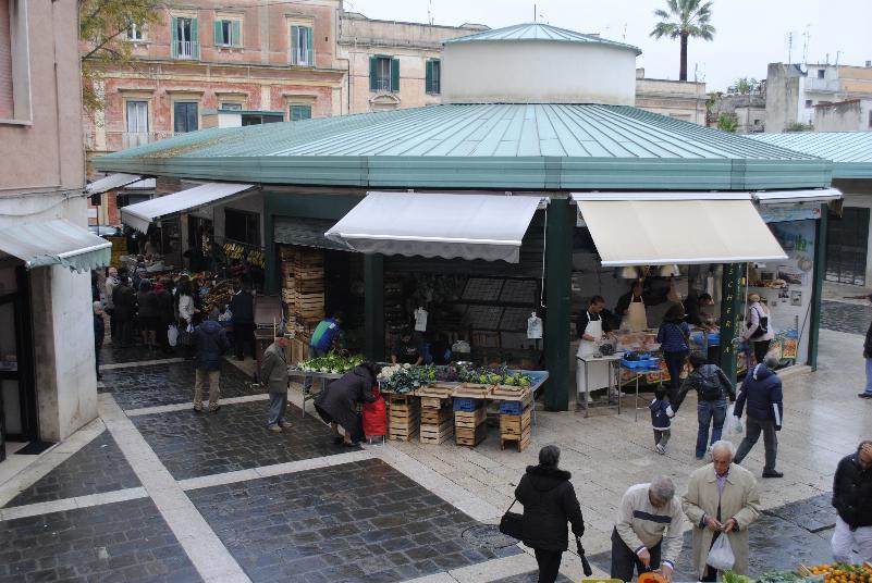 Mercato della Frutta in via Ascanio Persio - Matera (foto SassiLand)