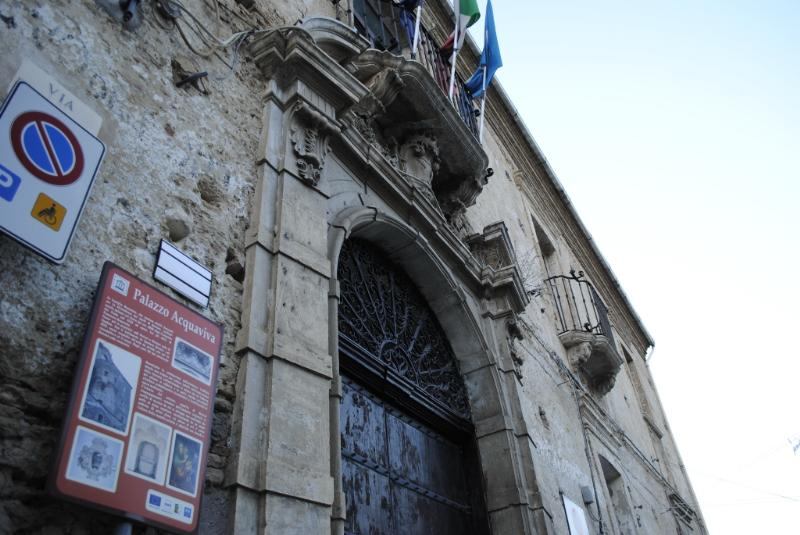 Palazzo Acquaviva a San Mauro Forte - foto Gianni Cellura