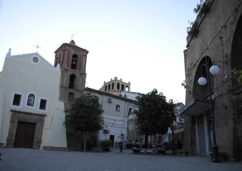 Piazza Guglielmo Marconi a San Mauro Forte - foto SassiLand