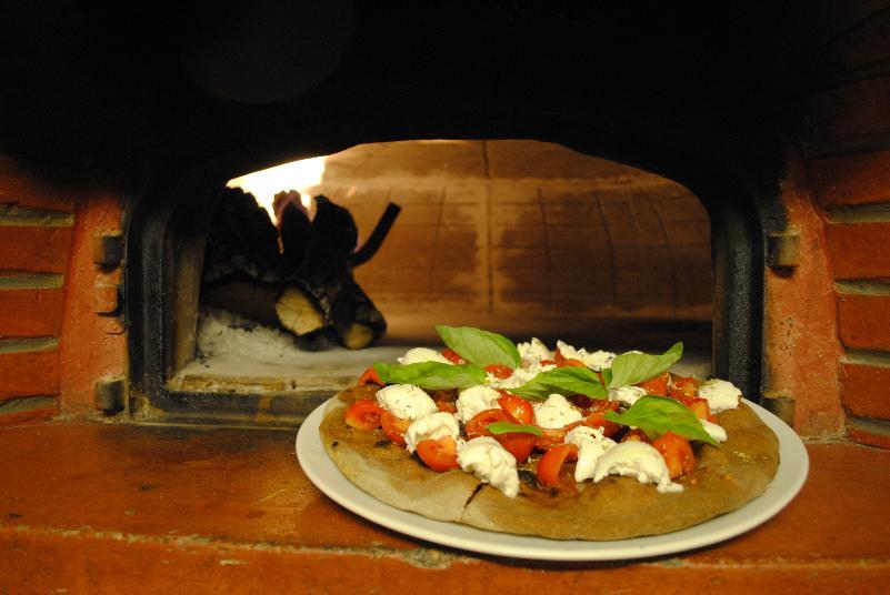 Pizza al grano arso del Morgan Ristorante Pizzeria