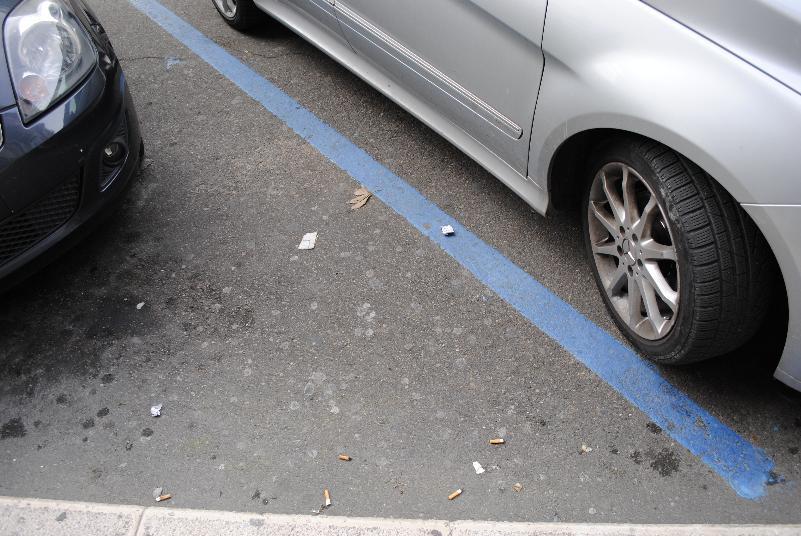 Strisce blu - parcheggio a pagamento (foto SassiLand)