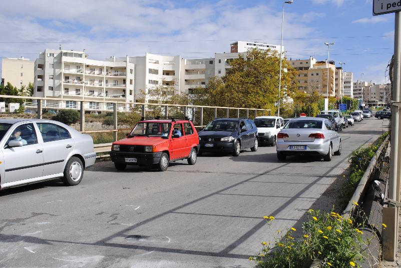 Traffico in via La Martella (foto SassiLand)