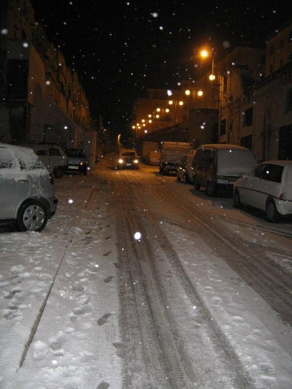 via Casalnuovo bloccata a causa della neve (foto Martemix)