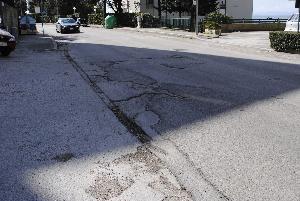 Asfalto irregolare in viale Italia