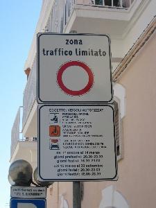 cartelli ztl a Matera (foto Martemix) - Matera
