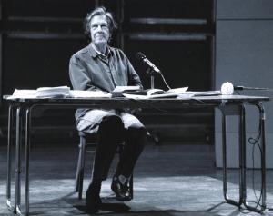 John Cage alla Harvard University, 1990, fotografato da Betty Freeman