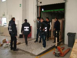 l´apertura del container (foto Martemix)