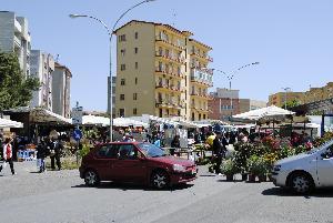 Mercato del sabato in zona San Giacomo a Matera (foto SassiLand) - Matera