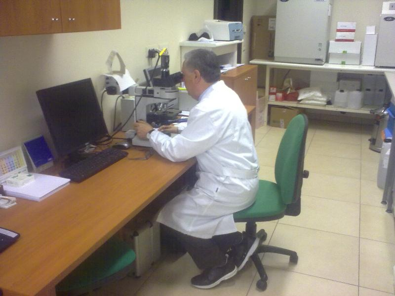 Antonio Flovilla in laboratorio