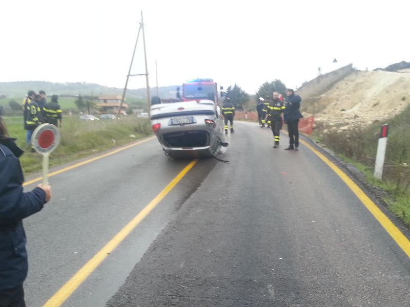 Auto si ribalta sulla Matera-La Martella - 12 febbraio 2013
