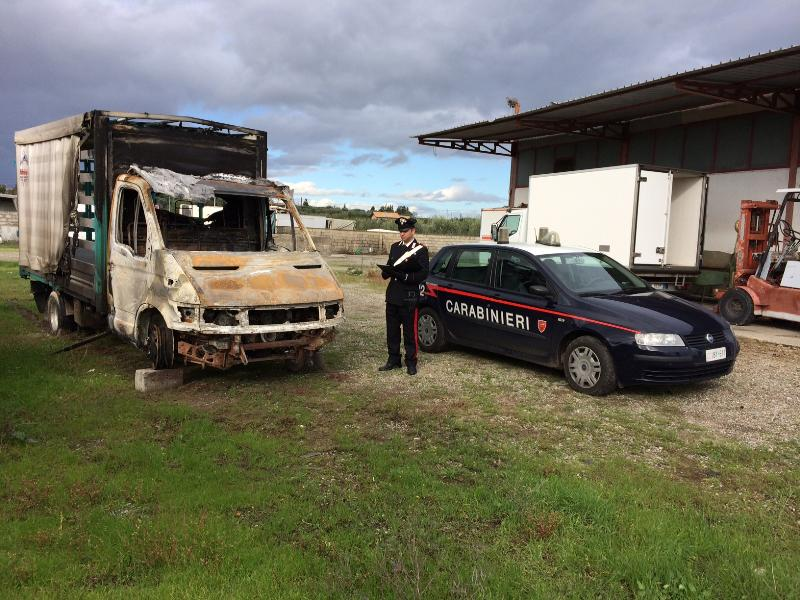 Autocarro incendiato a Policoro