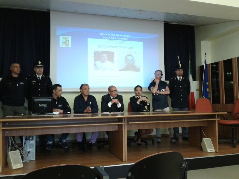 Conferenza stampa per arresto di due rapinatori - 6 maggio 2013 (foto SassiLand)
