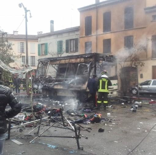 Esplosione a Guastalla - 9 marzo 2013 (foto Jacopo Della Porta - reggionline.com)