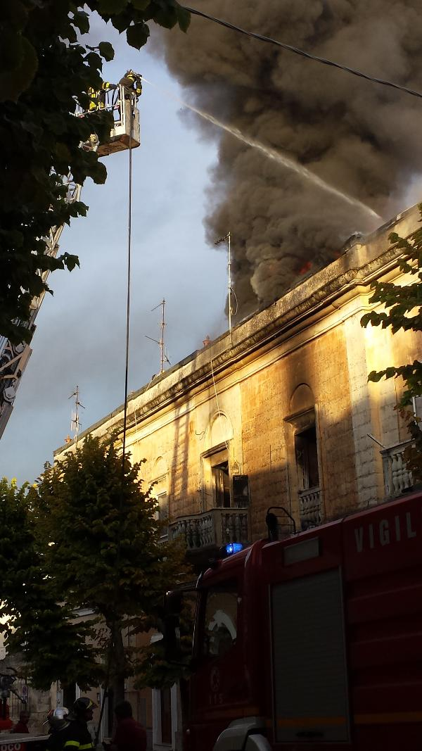 Incendio in via Gattini - 30 settembre 2013 (foto Francesco Calia)