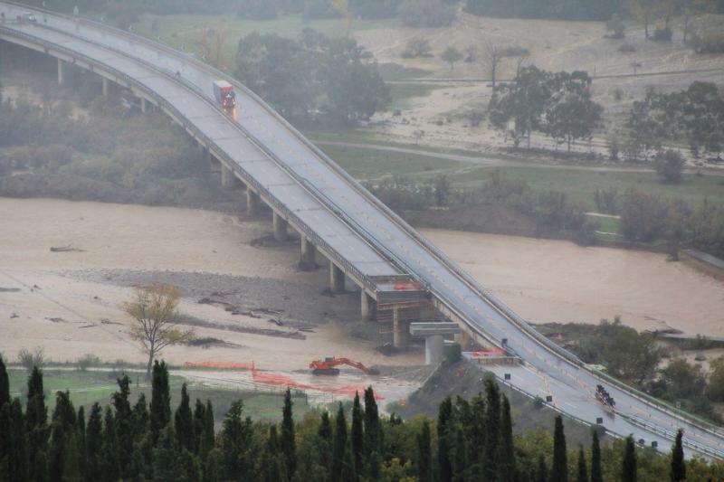 La piena del Basento all´altezza del viadotto di Calciano