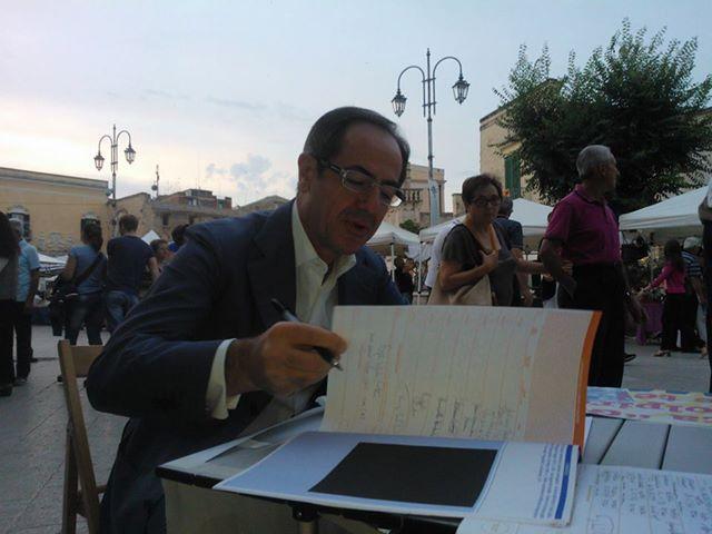 Matera, 21 luglio 2013 Il presidente Santochirico firma i referendum radicali sulla giustizia