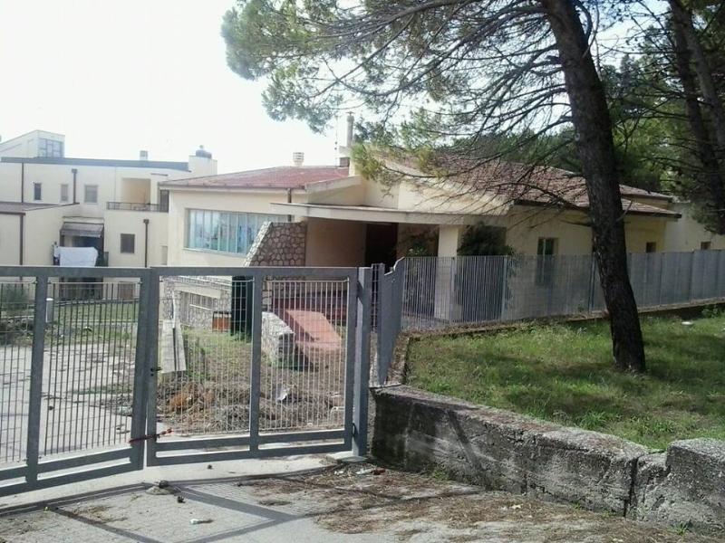 Scuola materna chiusa di via Frangione (foto SassiLand)